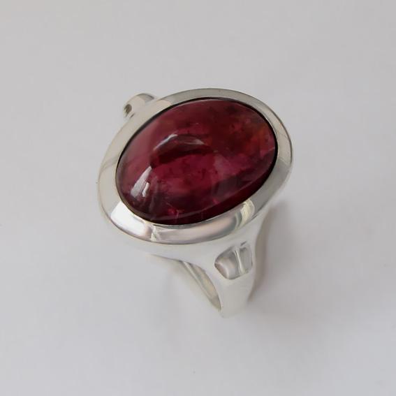 Кольцо с турмалином бордовым, арт. ЗЕ310