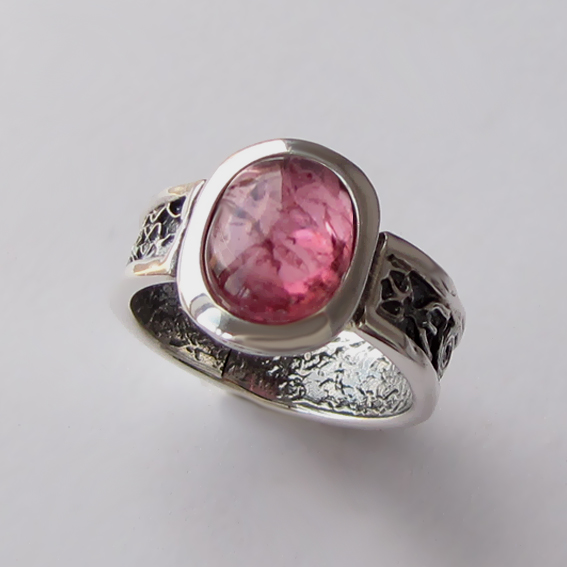 Кольцо с турмалином розовым, арт. ИЕОВ3