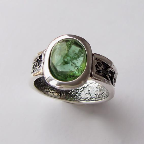 Кольцо с турмалином зеленым, арт. ИЕОВ3