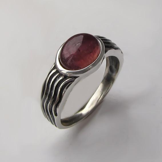 Кольцо с турмалином бордовым, арт. МОР3