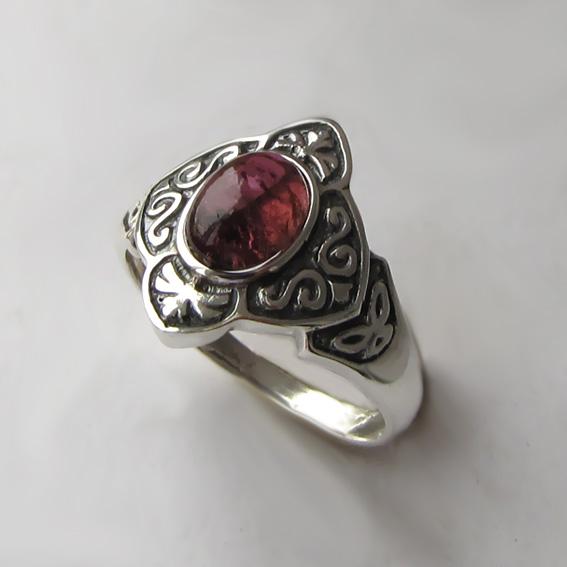 Кольцо с турмалином бордовым, арт. КОК3
