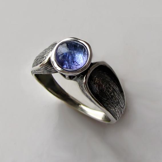 Серебряное кольцо с танзанитом, арт. ПФЧ36