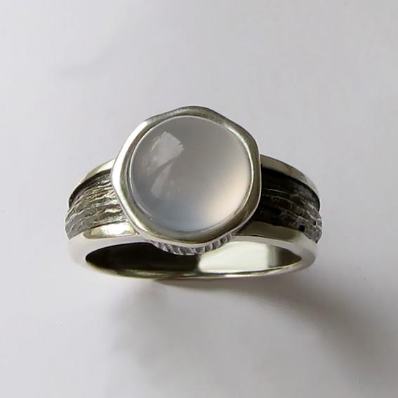 Кольцо с халцедоном, арт. ПФ39