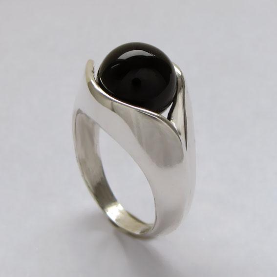 кольца из белого золота перстни
