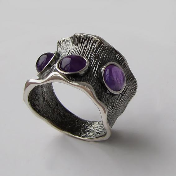 Кольцо из серебра с аметистом, арт. ВОЛ36