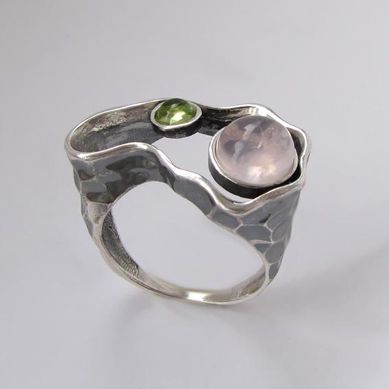 Кольцо с кварцем, хризолитом, арт.2СДН3