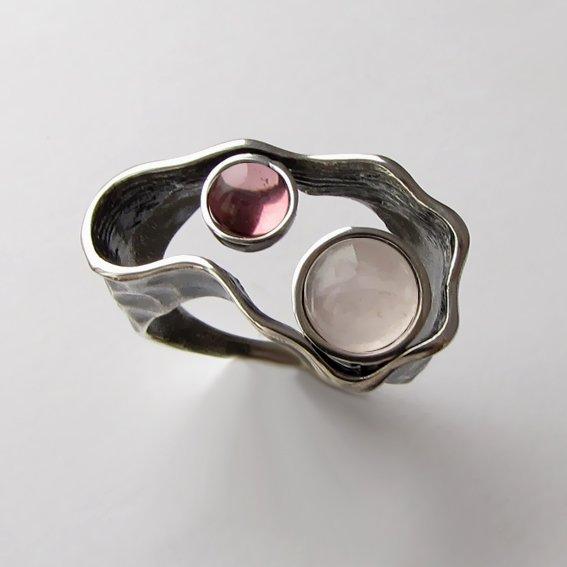Кольцо с кварцем, турмалином,.2СДН3