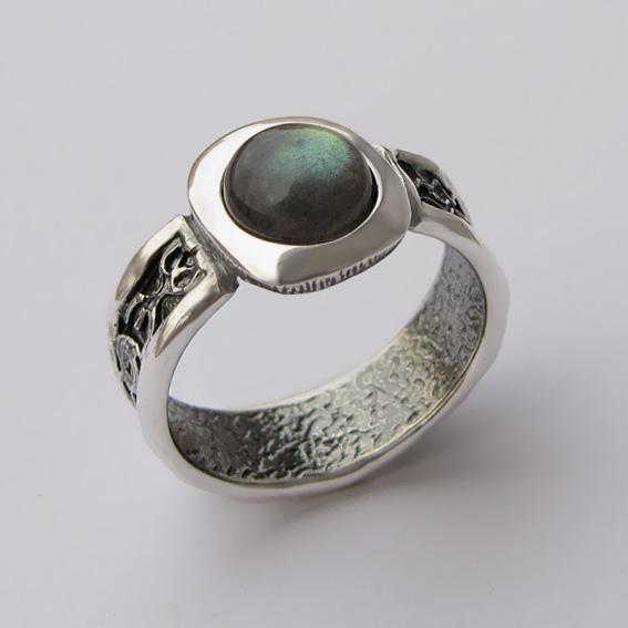 Серебряное кольцо с лабрадором, арт.ИЕ3