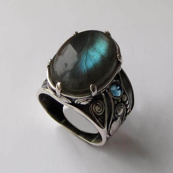 Кольцо с лабрадором, топазом, арт.ПЕОР312