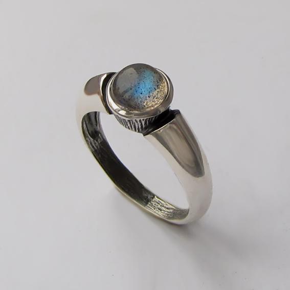Серебряное кольцо с лабрадором, арт. ПФ36