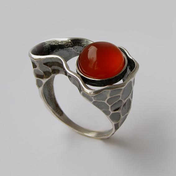 Кольцо из серебра с сердоликом, арт.СДН3