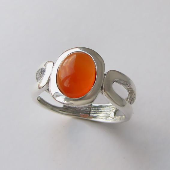 Кольцо серебряное с сердоликом, арт. ЛСПОВ3