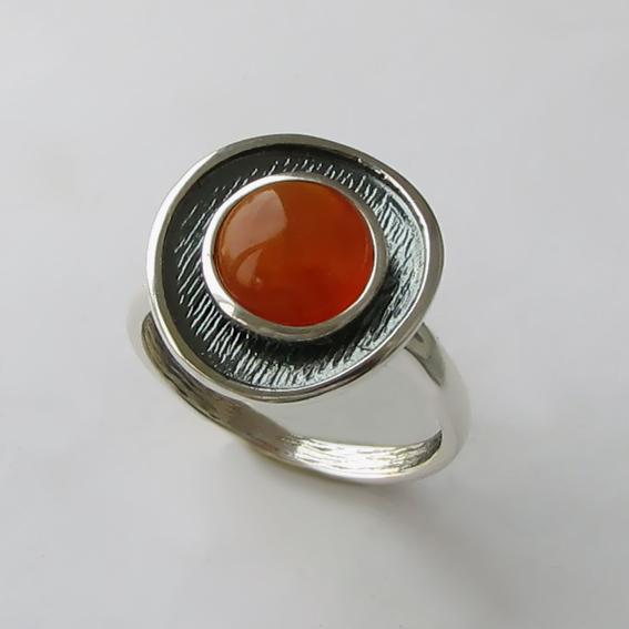 Кольцо из серебра с сердоликом, арт. МСБ3
