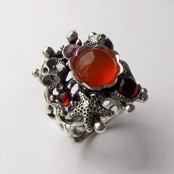 Кольцо с сердоликом, гранатом, турмалином, МЗ3