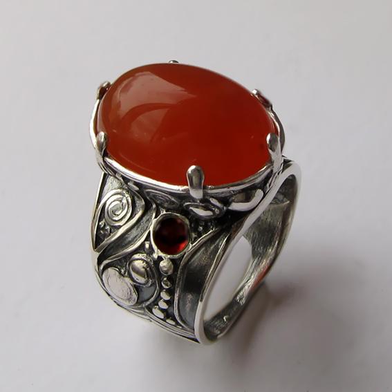 Кольцо с сердоликом, гранатом  ПЕОР3