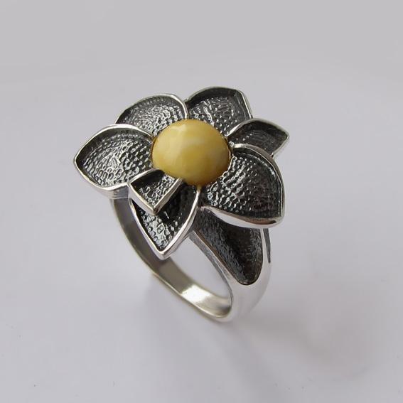 Кольцо с янтарем белым, арт.6ПУХ3