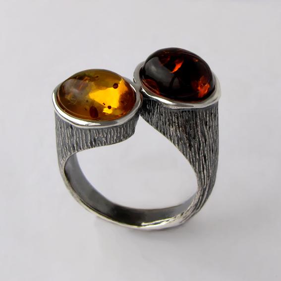 Кольцо из серебра с янтарем, арт. САТОВ3