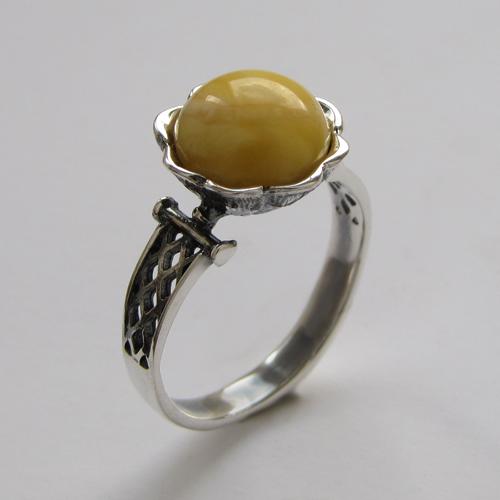 Кольцо с янтарем белым, арт. ЦВСЕТ3
