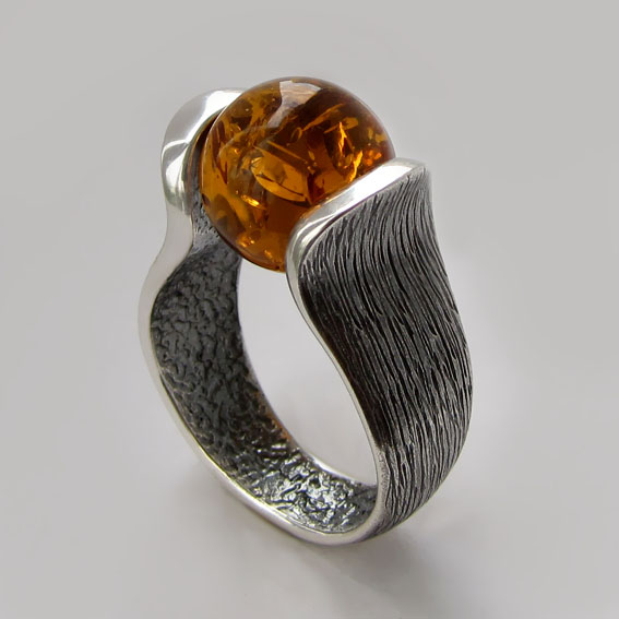 Кольцо из серебра с янтарем, арт. МРС3Ч