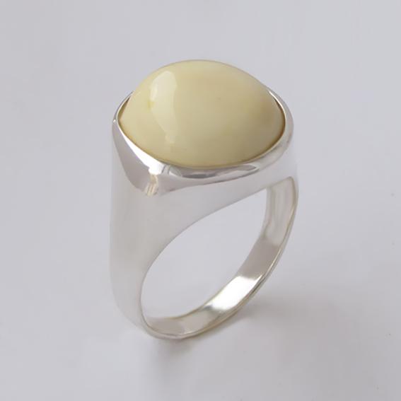 Кольцо с янтарем белым, арт.НКН316