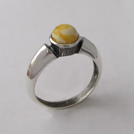 Кольцо с янтарем белым, арт. ПФ36