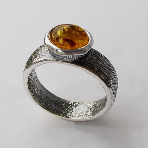 Кольцо из серебра с янтарем, арт. ПФОВ37