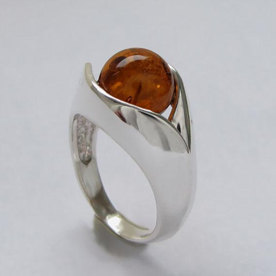 Кольцо с янтарем, арт. УЛ3