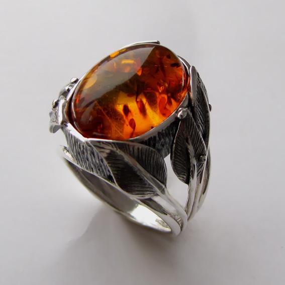 Серебряное кольцо с янтарем, арт. ВЕТ3
