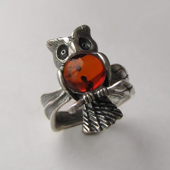 Серебряное кольцо с янтарем, арт.ФИЛ3