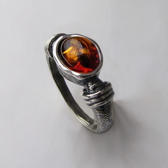 Кольцо с янтарем, арт. ОВП37