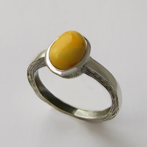 Кольцо с янтарем белым, арт. ПФ38Н