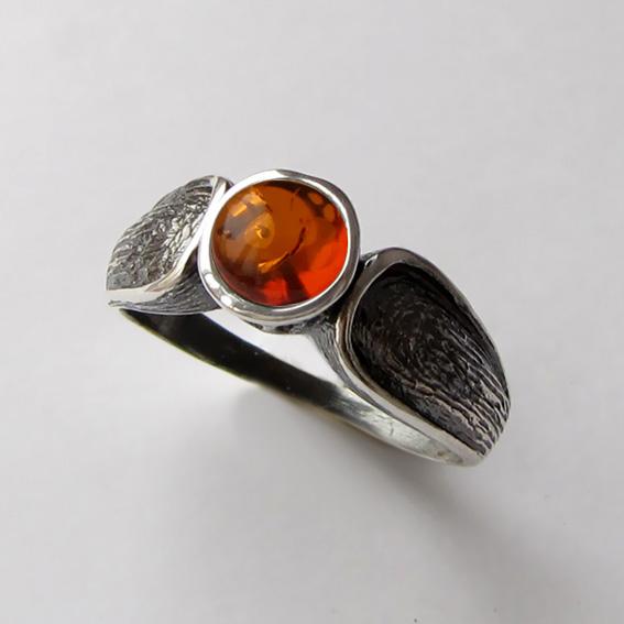 Кольцо с янтарем, арт. ПФЧ36, серебро 925