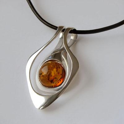 Кулон из серебра с янтарем, арт. КС1