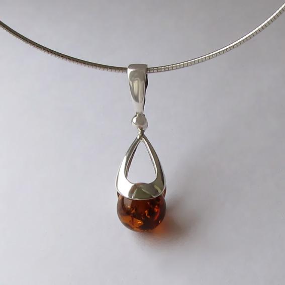Кулон из серебра с янтарем, КР1
