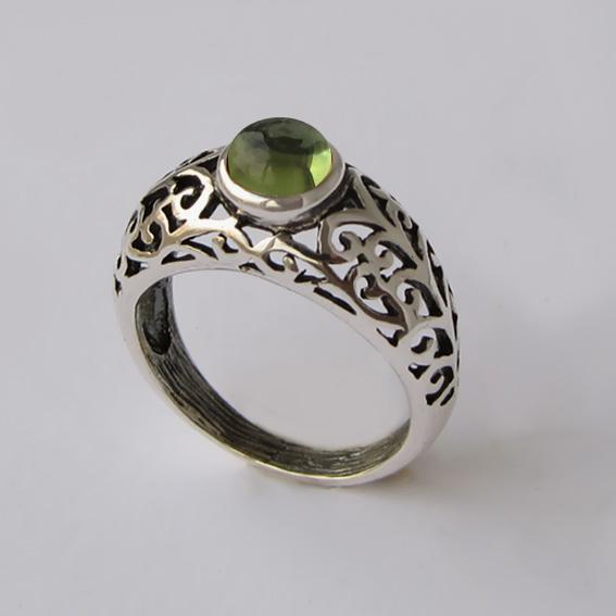 Кольцо из серебра с хризолитом, арт. ВОЗД36