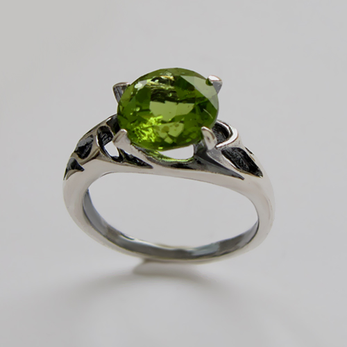 Кольцо с хризолитом, арт.ВЕ3