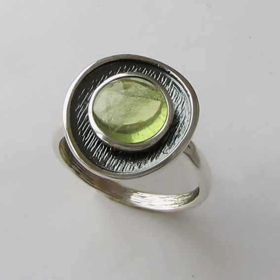 Кольцо с хризолитом, арт. МСБ3