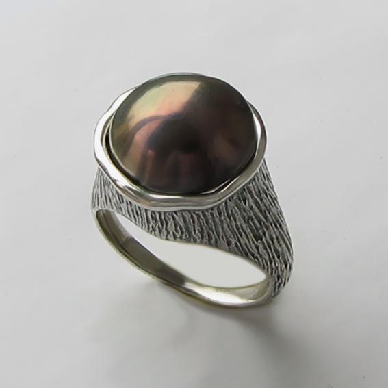 Кольцо с жемчугом коричневым, арт. ПЕ3