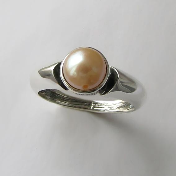 Кольцо с жемчугом персиковым, арт. ПФ36