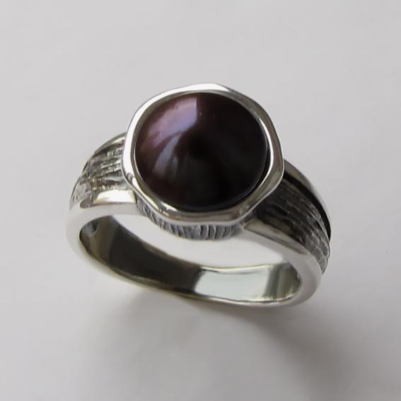 Кольцо с жемчугом темно-коричневым, арт. ПФ39