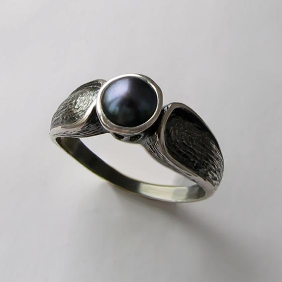 Кольцо с жемчугом черным, арт. ПФЧ36